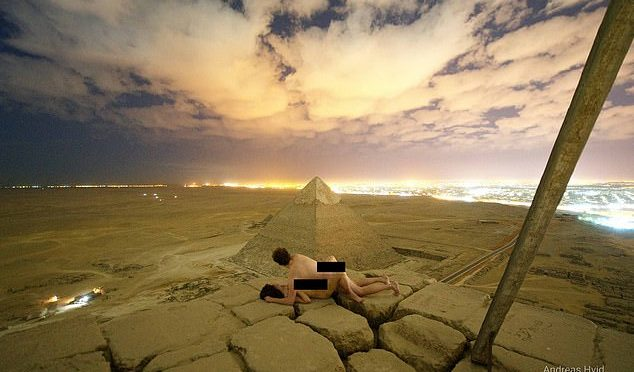Photographer Pictures Himself Having Sex on Top of Pyramid