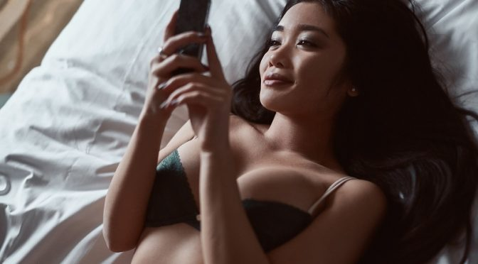 Sexting: The Ultimate Guide To Turn Them On