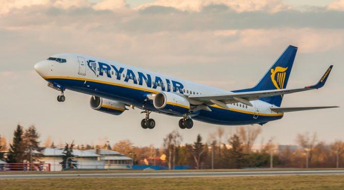 Pair 'Have Sex' on Ryanair Flight (Video)