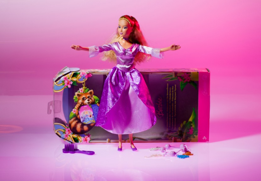 Barbie Fan Has Hypnotherapy to Get More Stupid!