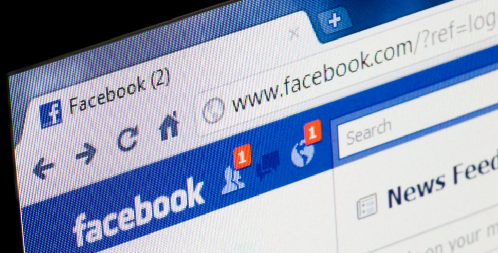 The Problems Facebook Can Cause in a Relationship
